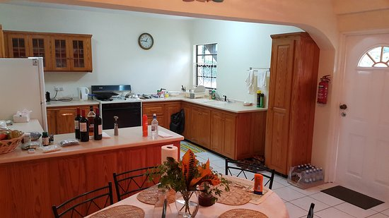 Kingsville Apartments: Kitchen