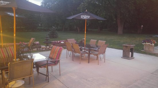 Oak Creek, WI: Lounge and enjoy the weather and fire pit