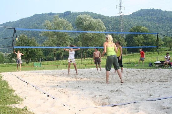 Tolmin, Eslovênia: Labrca outdoor center with restaurant - Beach volleyball