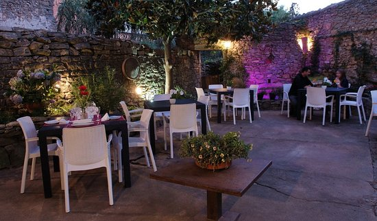 Gualta, Spain: Patio interior de verano con chill out