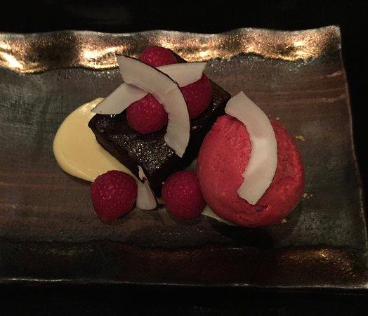 Miyako @ Andaz : チョコレートケーキとラズベリーシャーベット
