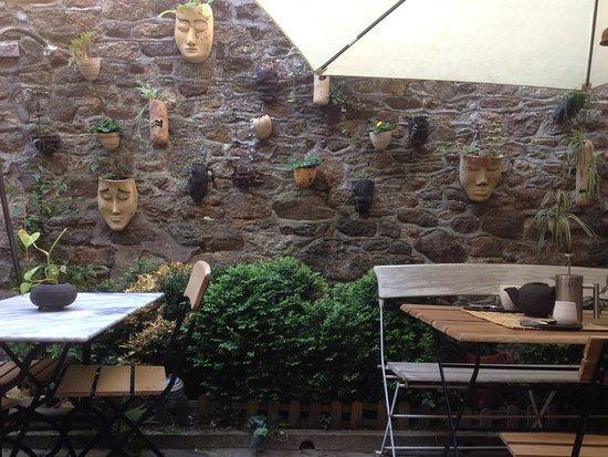 Dinan, France: Charmante cour intérieur
