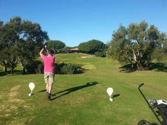 Balaia Golf Village: Plenty och challenges with trees and water.