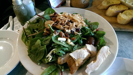 Locust Grove, Τζόρτζια: Carolina Salad with Chicken $14 (lacked flavor in the dressing)