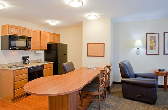 Alabaster, AL: Suite Kitchen