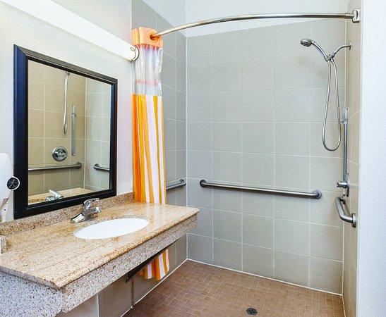 Winnie, TX: Bathroom