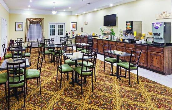 Raymondville, TX: Breakfast Area