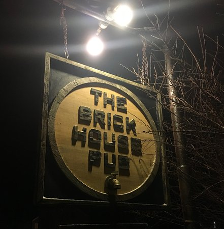 Housatonic, MA: Sign in front of pub.