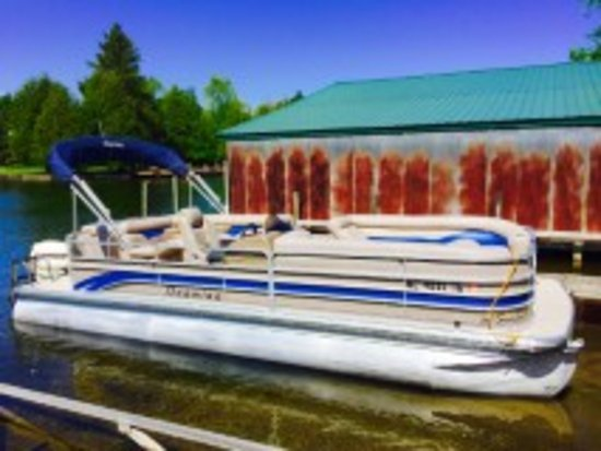 Bellaire, MI: 24 ft 115 hp 2014 Premier Pontoon boat