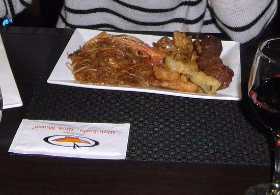 Wok-Sushi Wok-Marco: cibo e salviettina