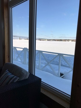 Miramichi, Canadá: River view from pool area