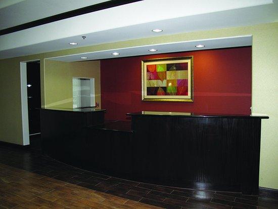 La Quinta Inn & Suites Ennis: Front Desk