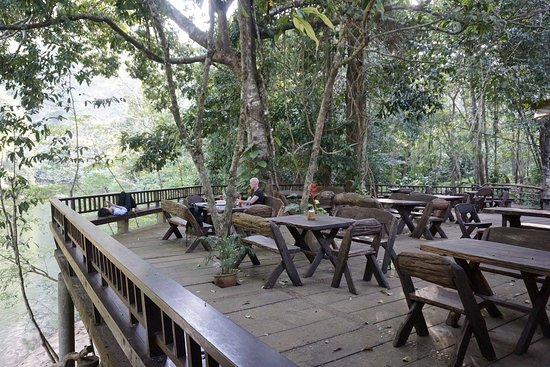 The Cliff & River Jungle Resort: The dining area overlooks the river