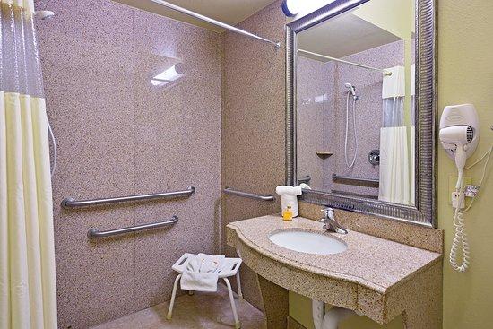 New Caney, TX: Bathroom