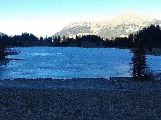 28.12.2016 Skating on the Lake Lauenen