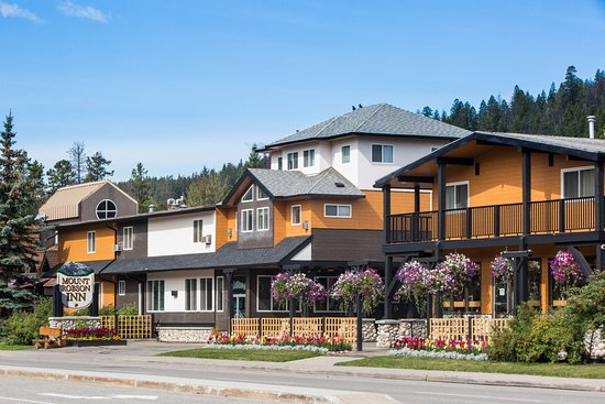 Jasper Main Street - Mount Robson Inn