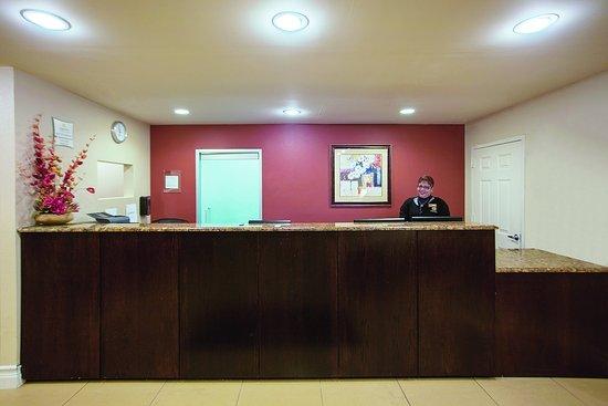 Ozone Park, NY: Front Desk