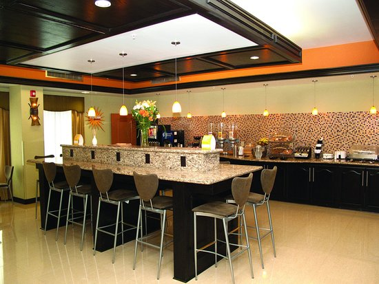 Bryant, AR: Breakfast Area