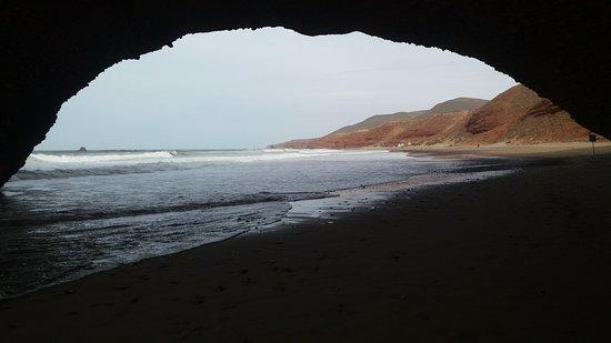 Legzira Beach: L'une des arches encore présente.