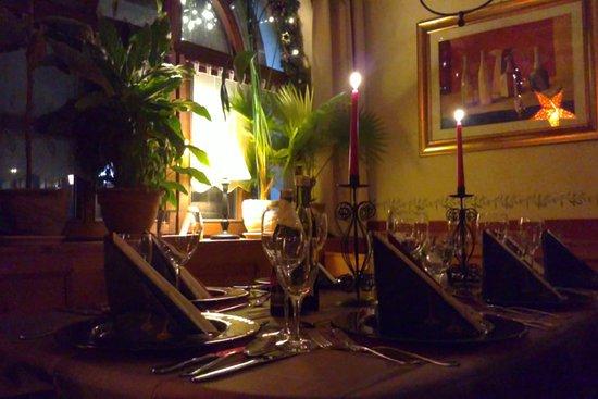 Ristorante Pizzeria Garibaldi: festlich gedeckter Tisch bei Kerzenschein