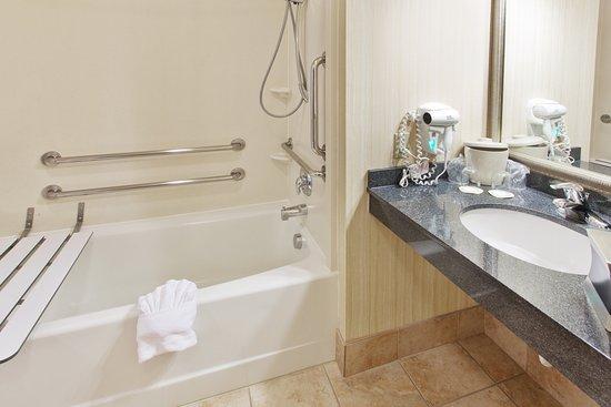 Yakima, WA: Convenient ADA/Handicapped Guest Bath