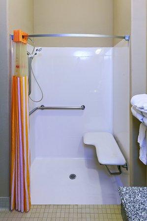 Cleveland, Teksas: Bathroom