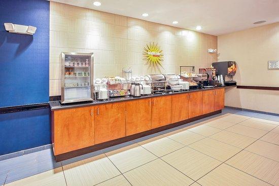 Plainfield, IN: Breakfast Bar