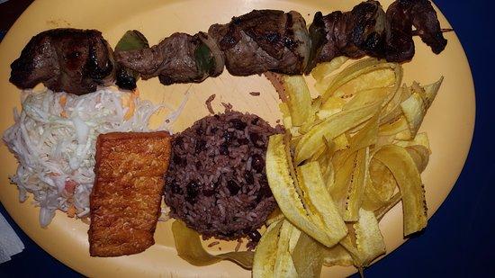 Mi Viejo Ranchito: Fritanga (gallo pinto, plátanos tostados, queso frito, ensalada y pincho de carne).