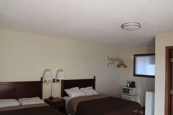 Wadena, MN: 2 Double Beds