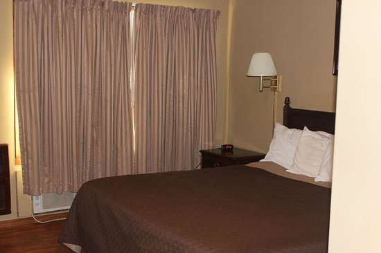 Eastwood Inn of Wadena: King Bed