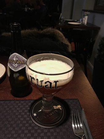 Brasserie Lambic: Прекрасный ресторан: огромный выбор свежего бельгийского пива, отличное обслуживание, удобное ме