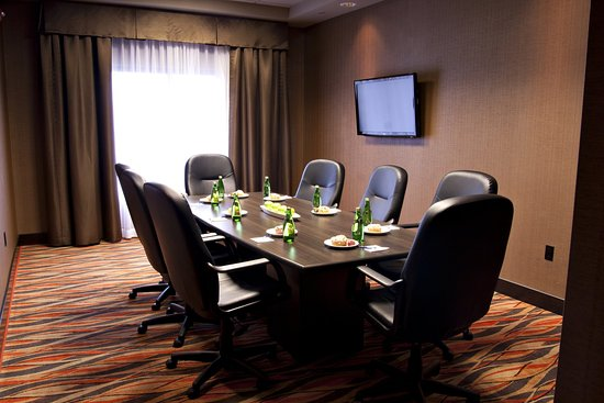 Pembroke, Canada: Boardroom with A/V and catering available