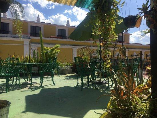 Hotel y Hostal Casa Risueno