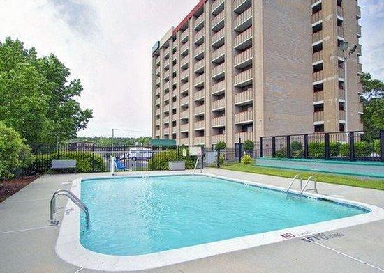 Quality Inn & Suites Fort Bragg : Pool