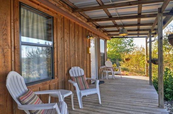 A Barn at the Quarry B&B: Sunshine Cabin's private porch.