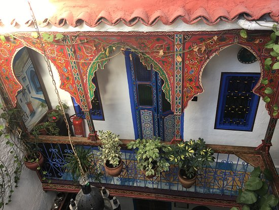 Dar Antonio: Cosy, homey and perfect location to explore Chefchaeoun. Beautiful riad and THE best mattresses