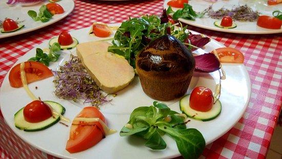 Saint-Siffret, ฝรั่งเศส: Foie gras de canard au Macvin du Jura cuit maison au torchon et sa petite brioche tiède maison