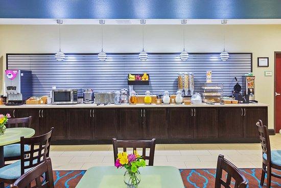 Floresville, TX: Breakfast Bar