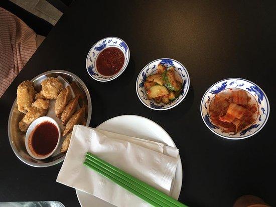 Norwich, Κονέκτικατ: Korean Wings, Kim Chi & Mam O's Yaki Mandu
