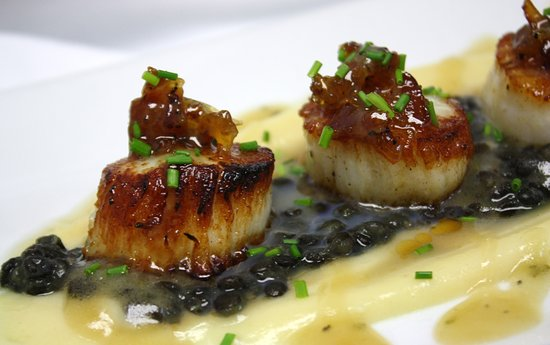 ‪‪Sebasco Estates‬, ‪Maine‬: Seared Scallops with blueberry glaze‬