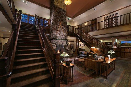 Five Pine Lodge & Spa: Lodge Lobby