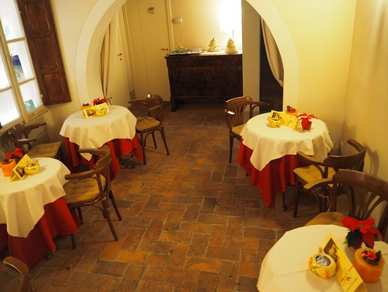 Albergo San Martino: Breakfast tables