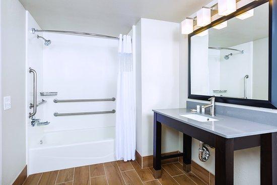 La Quinta Inn & Suites Fairfield - Napa Valley: Bathroom