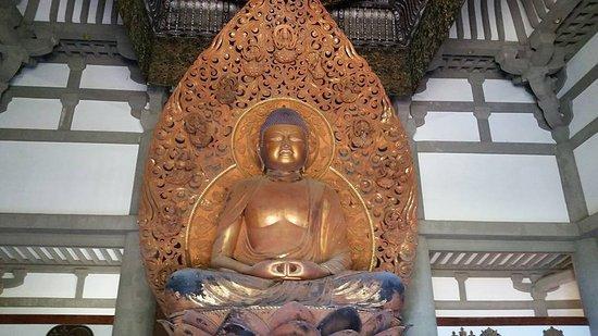 Kaneohe, Hawái: Buddha inside the Temple.