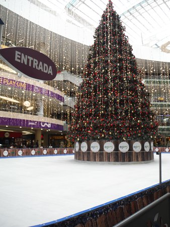 centro comercial santafe christmas decorations with ice skating rink - Ice Skate Christmas Decoration