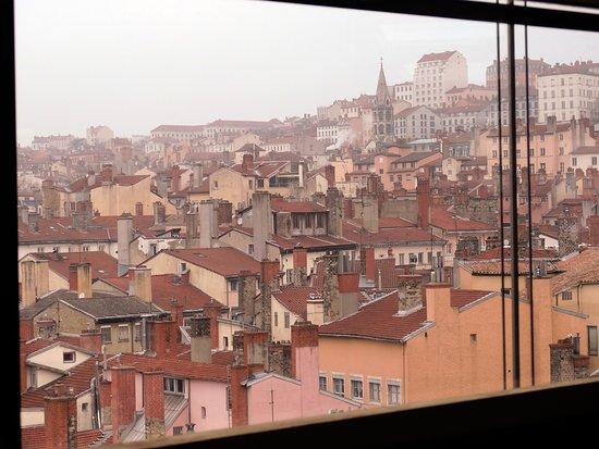 Opera National de Lyon: vue sur la croix rousse depuis le studio de répétition