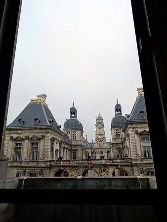 Opera National de Lyon: vue sur l'hôtel de ville depuis le studio de répétition