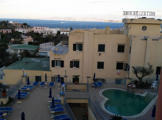 President Hotel Terme : Piscina esterna con idromassaggio, temperatura a 34°C con acqua termale anche d'inverno