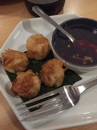 Somewhere In Bangkok: This is the shrimp shumai starter, and it was very tasty. A great choice