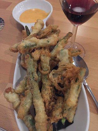 Somewhere In Bangkok: Here's the termpura veggie starter; a meal in itself and full of crunch
